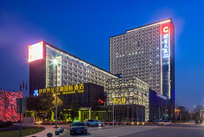 武汉东西湖区财富大厦夜景照明工程